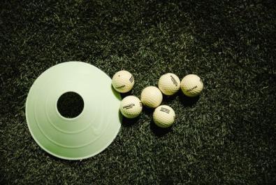 eindhole en golfballen