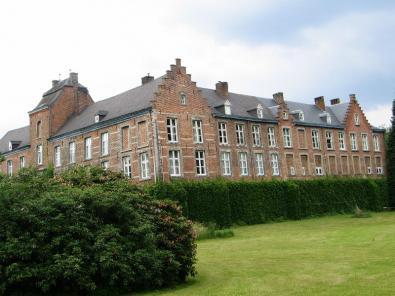 Kasteel De Burg - voor-zijaanzicht